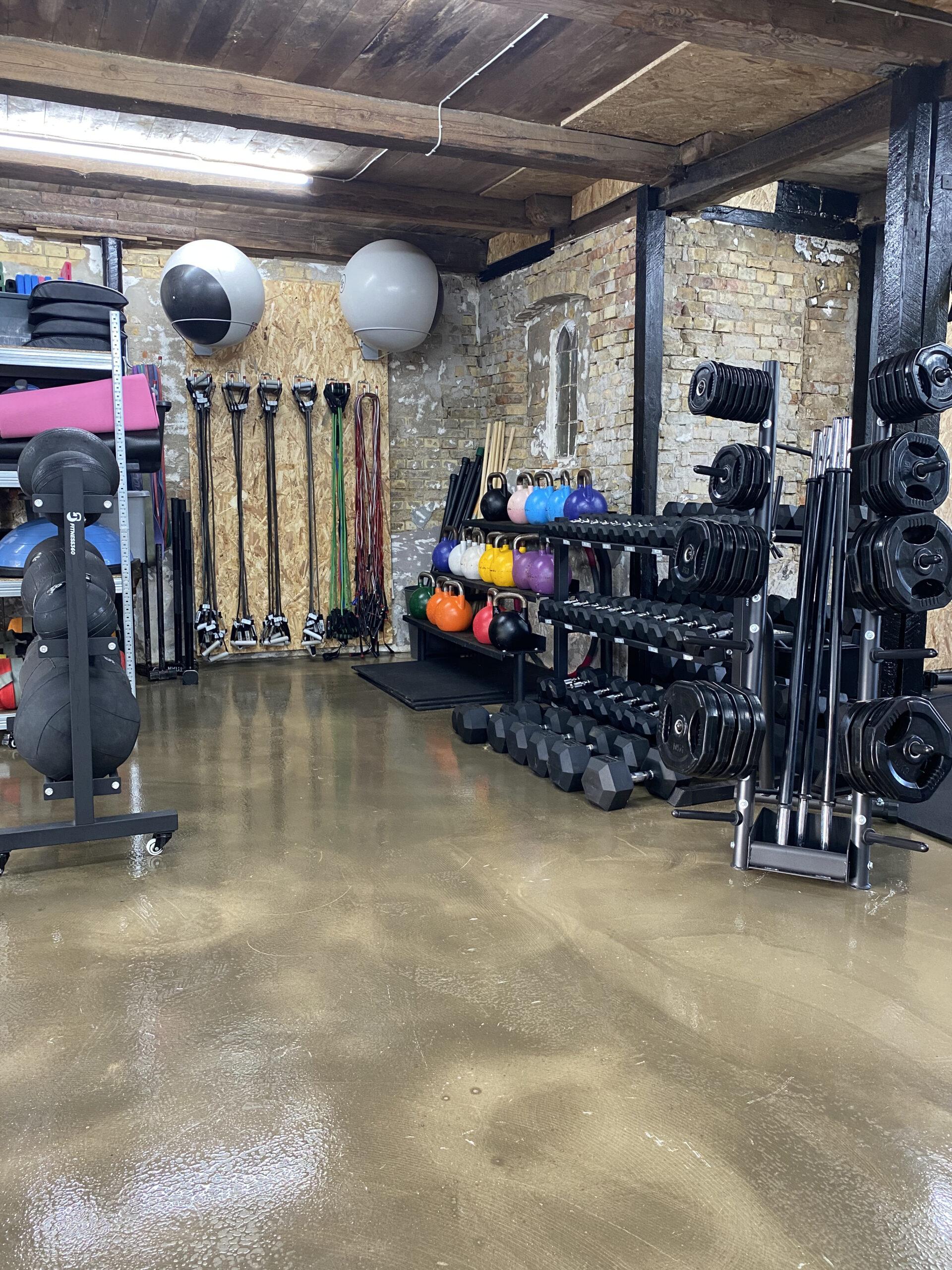 På Åløkke Allé Odense C, har jeg mit private træningslokale. Her er rolige omgivelser, hvor du er i fokus!