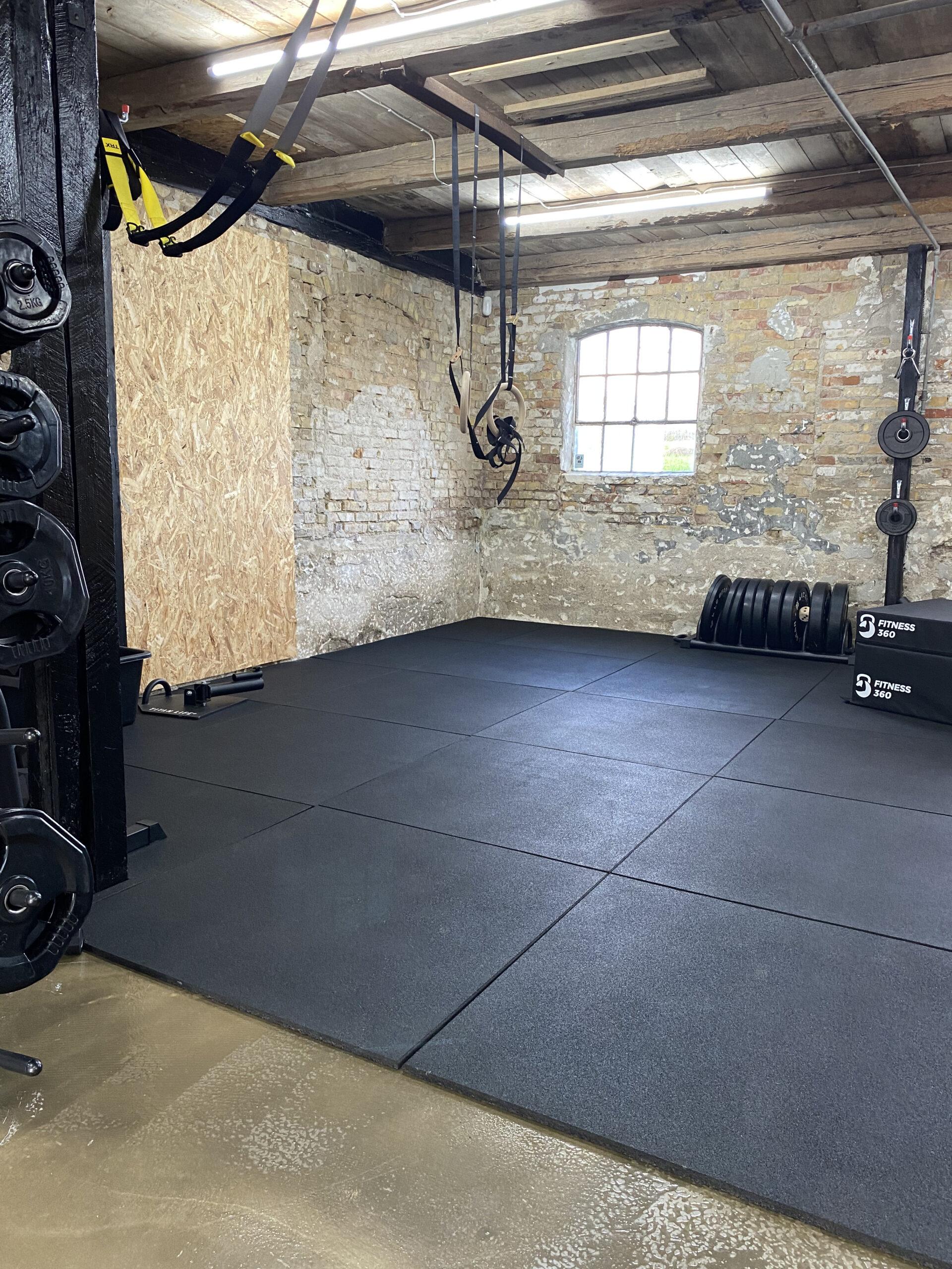 TRX er et effektiv trænings hjælpemiddel. Giver dig træning med egen vægt.